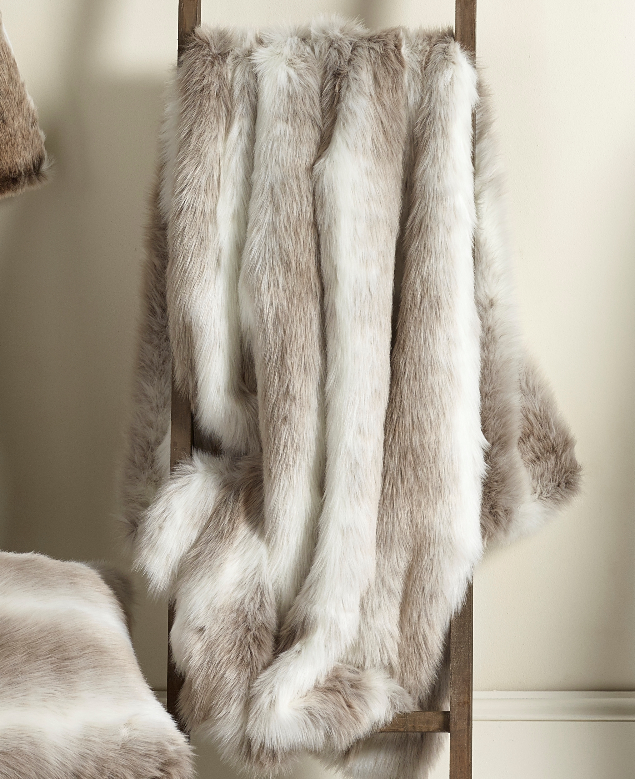 White Beige Longhaired Faux Fur Throw – ALPENDORF